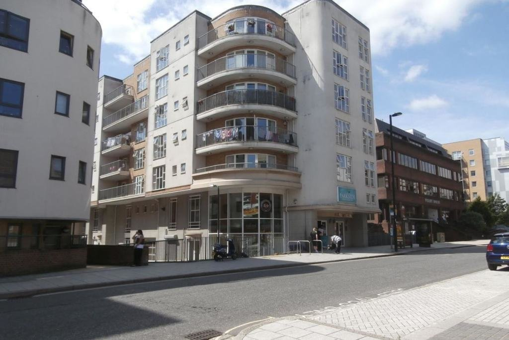 Best 2 Bedroom Flat To Rent In Lower Canal Walk Southampton With Pictures