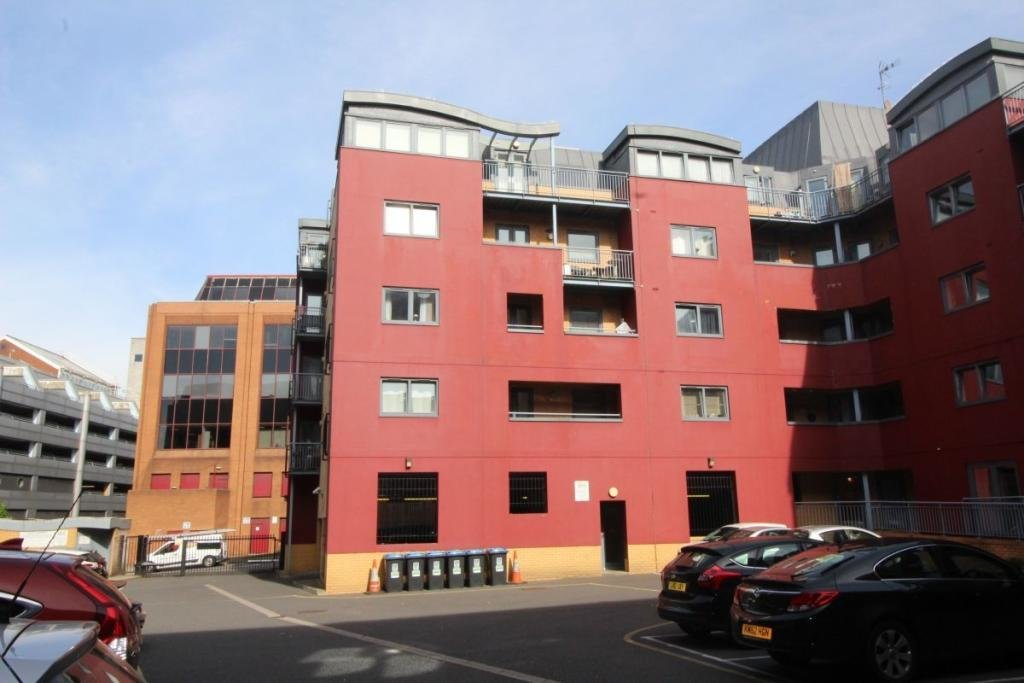 Best 2 Bedroom Flat To Rent In Brookfield House Selden Hill With Pictures