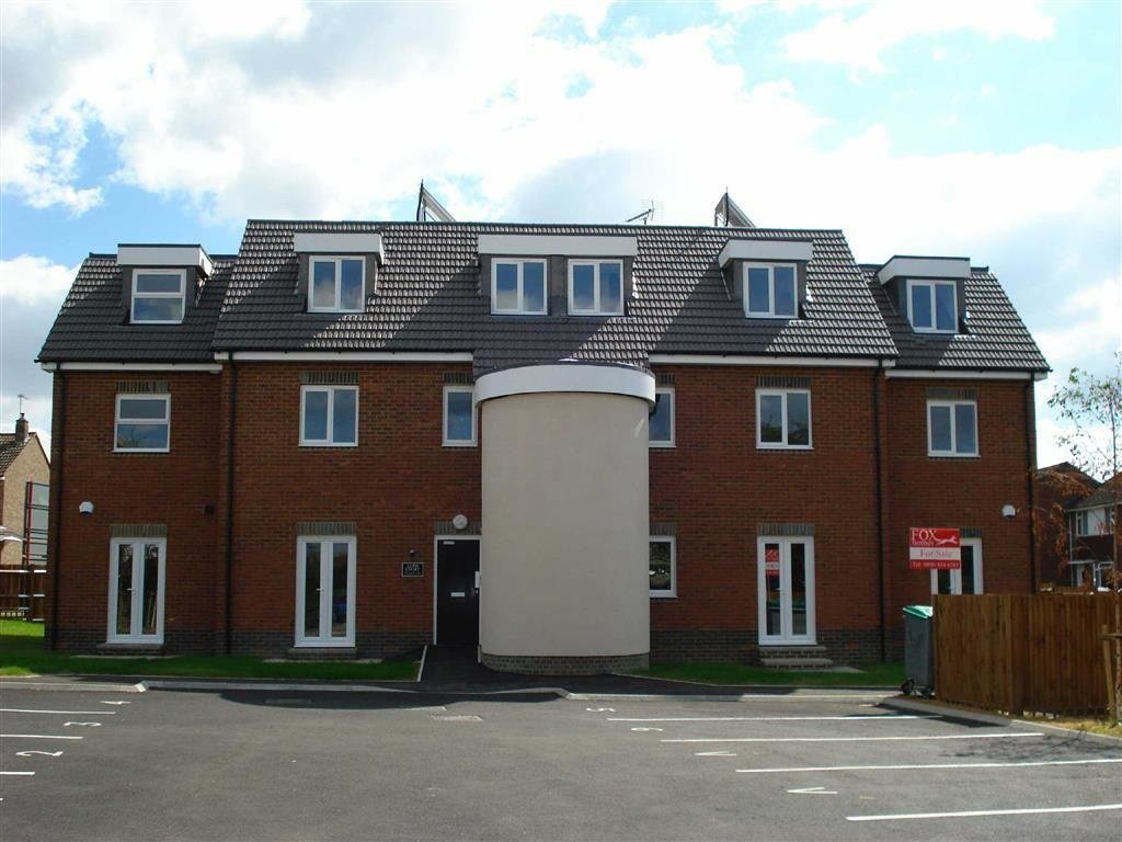 Best 2 Bedroom Flat To Rent In Lupo Court Slough Sl1 With Pictures