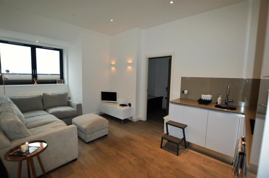 Best 2 Bedroom Flat To Rent In Verona Apartments Slough Sl1 With Pictures