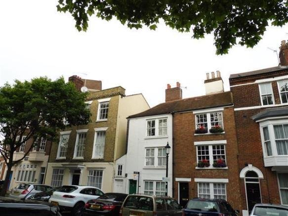 Best 2 Bedroom Apartment To Rent In Ordnance Row Portsmouth Po1 With Pictures