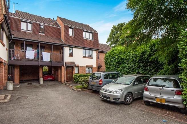 Best 2 Bedroom Apartment For Sale In Victoria Street Slough Sl1 With Pictures