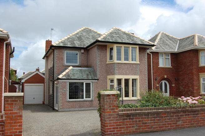 Best 3 Bedroom House To Rent In Clifton Drive Blackpool Fy4 With Pictures