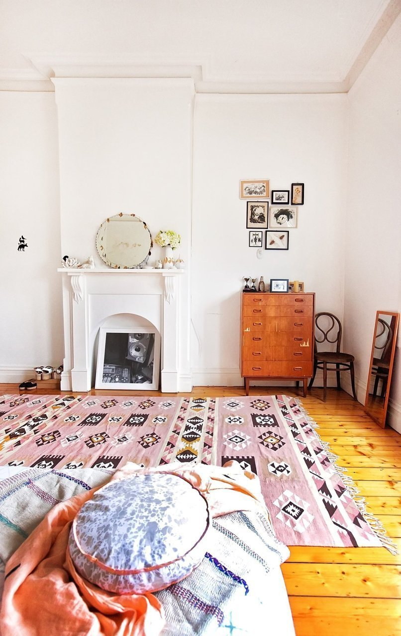 Best A Bedroom With A Soft Pink Kilim Rug The Style Files With Pictures