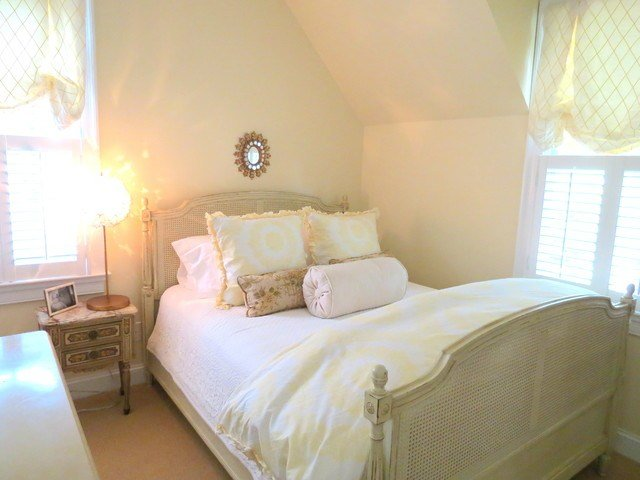 Best Yellow And White Soft Pretty Bedroom Bedroom With Pictures