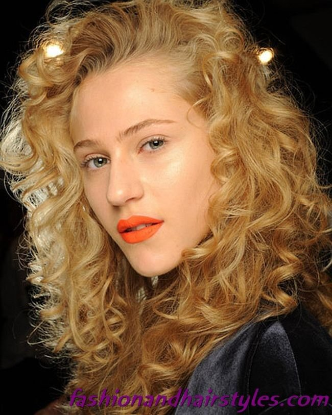 Free Curly Hairstyles In The Style Of The 80S 80S Hairstyles Wallpaper