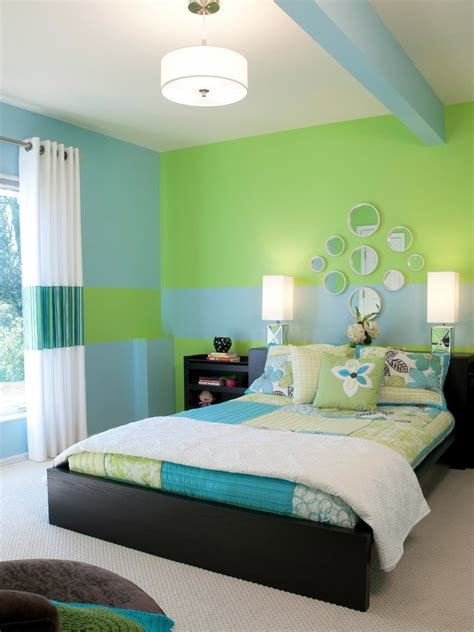 Best Mesmerizing Teenage Girls Bedroom Interior With Green Wall With Pictures