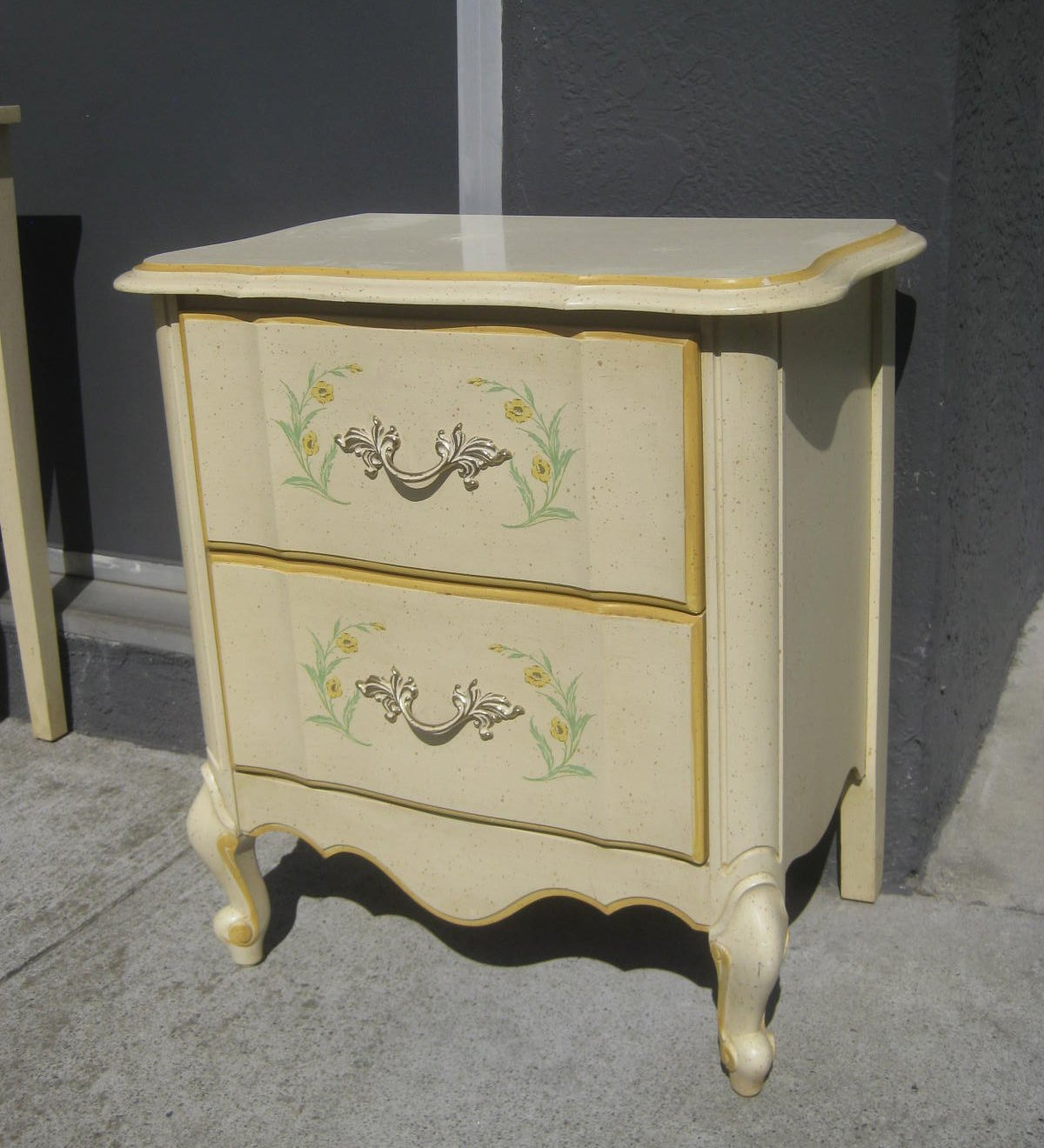 Best Uhuru Furniture Collectibles Sold French Provincial With Pictures