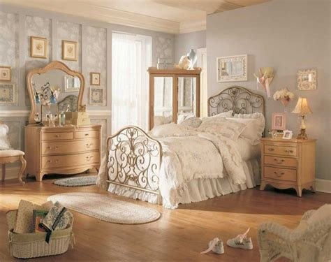 Best Silvery Grey Wall Color And Bamboo Floor For Victorian Bedroom Decorating Ideas Antiquesl Com With Pictures