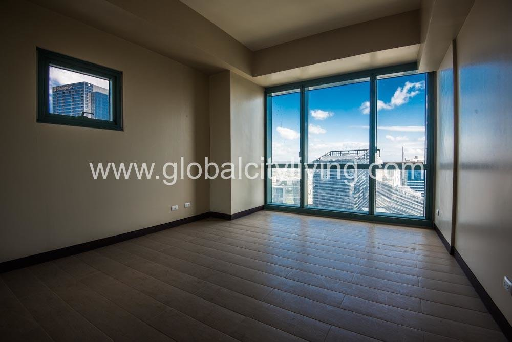 Best 3 Bedroom Condo For Sale At Eight Forbestown Road Bgc Taguig With Pictures