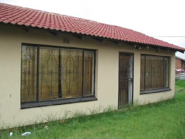 Best Lovely 2 Bedroom House Situated In Siyat House For With Pictures