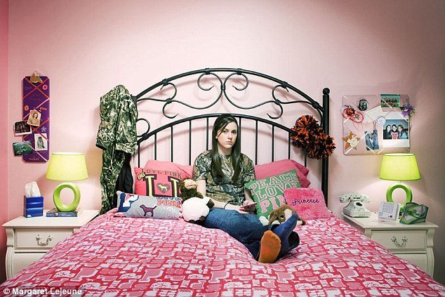 Best Modern Family Haley And Alex Bedroom With Pictures