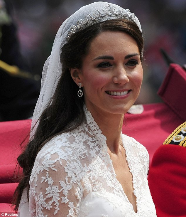 Free Tutorial To Kate Middleton S Half Up Hairstyle Daily Wallpaper