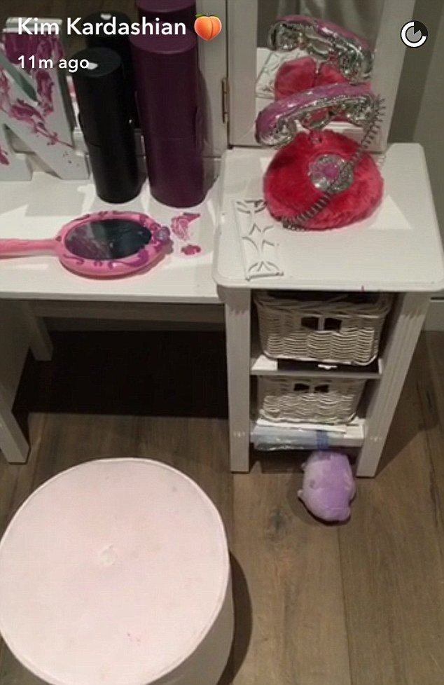 Best North West Redecorates Her Bedroom In Nail Polish Daily Mail Online With Pictures