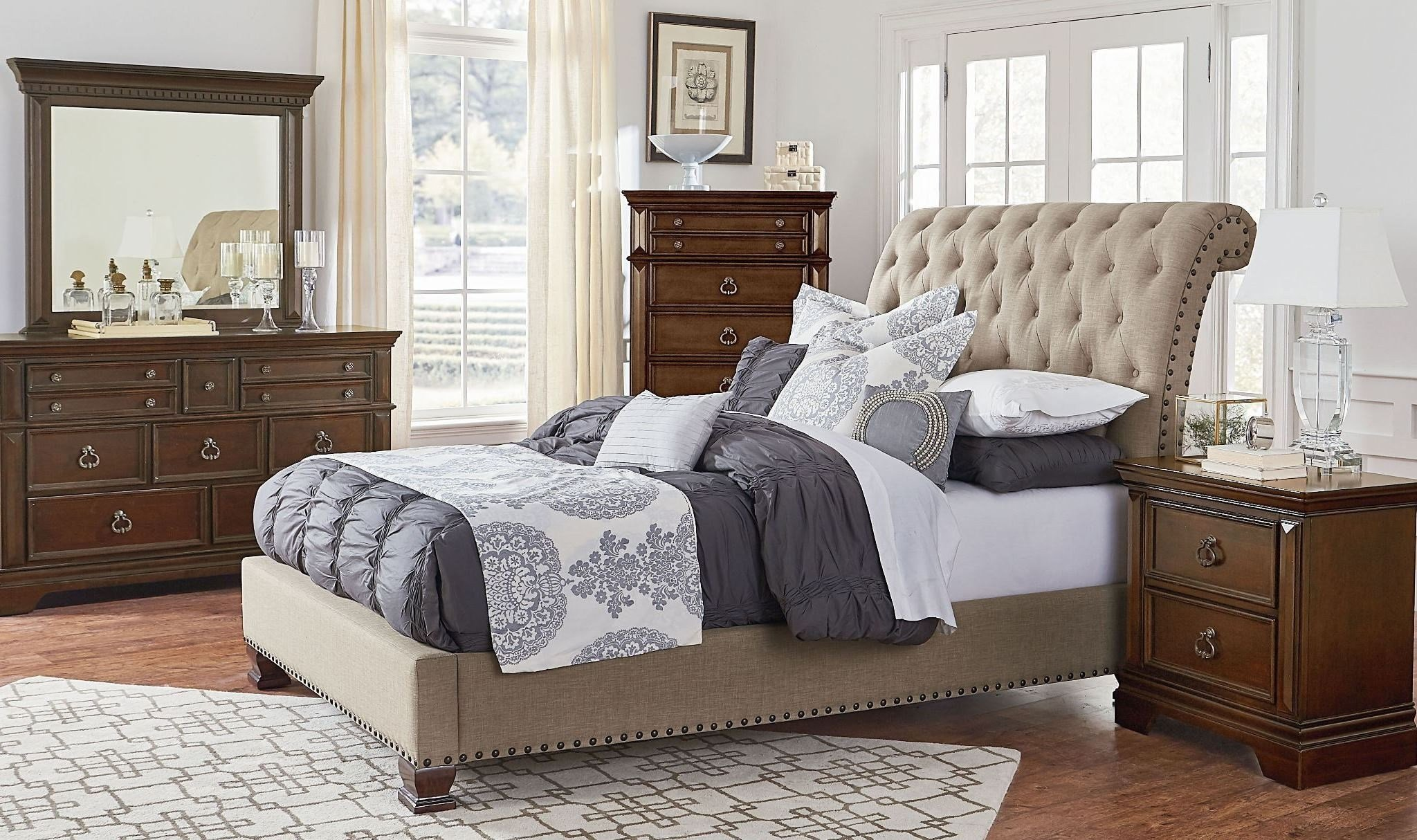 Best Charleston Burnished Tobacco Upholstered Bedroom Set 960 With Pictures