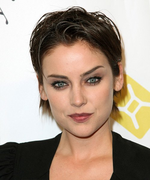 Free Jessica Stroup Short Straight Casual Pixie Hairstyle Wallpaper