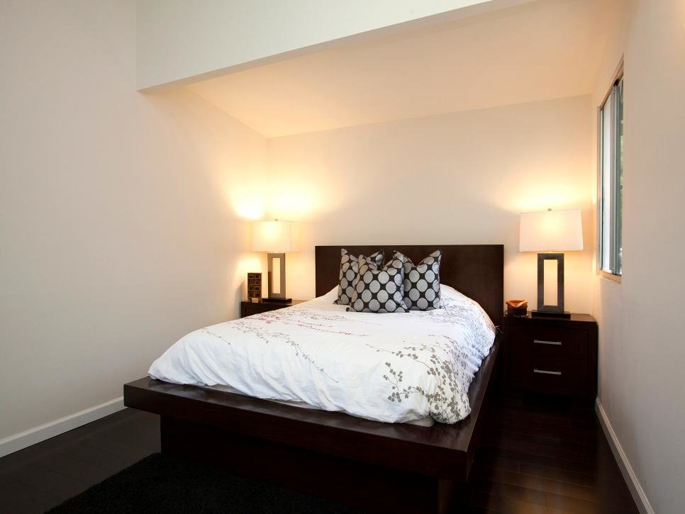 Best 14 Living Room And Bedroom Makeovers From House Hunters Renovation House Hunters Renovation Hgtv With Pictures