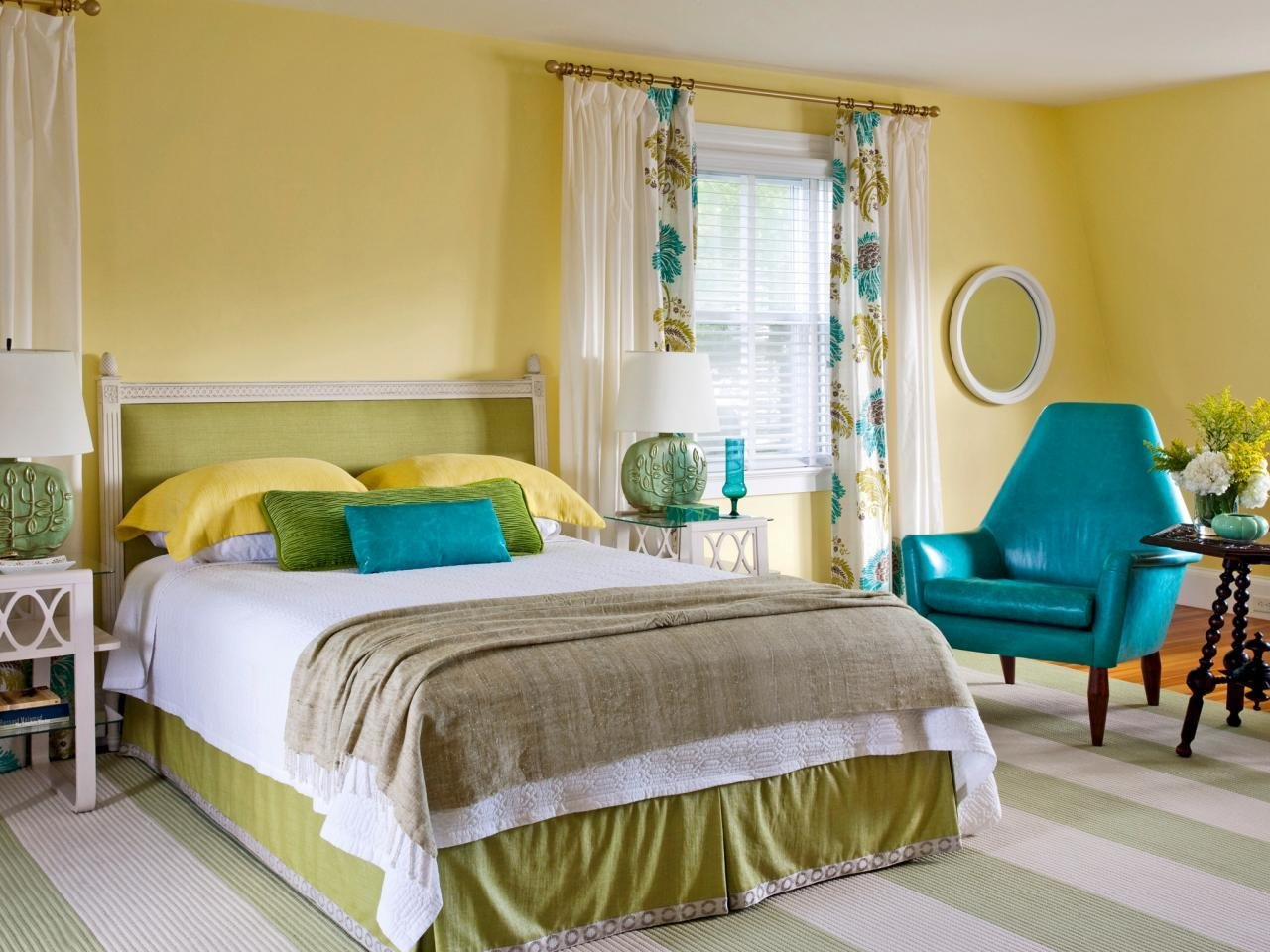 Best 15 Cheery Yellow Bedrooms Bedrooms Bedroom Decorating With Pictures