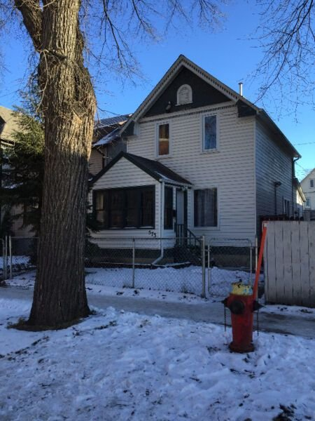 Best Bright 3 Bedroom 2 Bathroom House For Rent House Rental Winnipeg Kijiji With Pictures