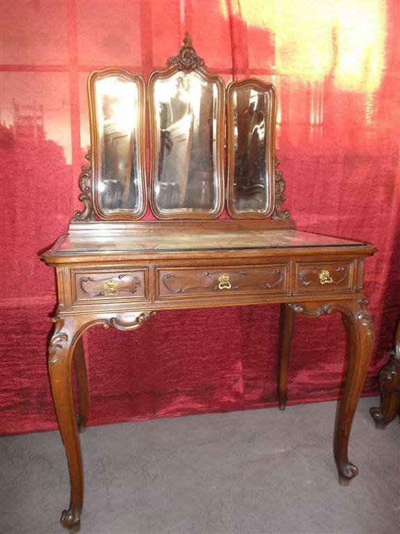 Best Beautiful Antique Carved Victorian Walnut Italian Bedroom With Pictures