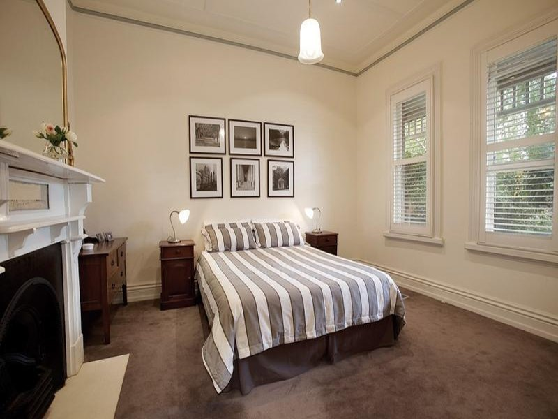 Best Modern Bedroom Design Idea With Carpet Fireplace Using With Pictures
