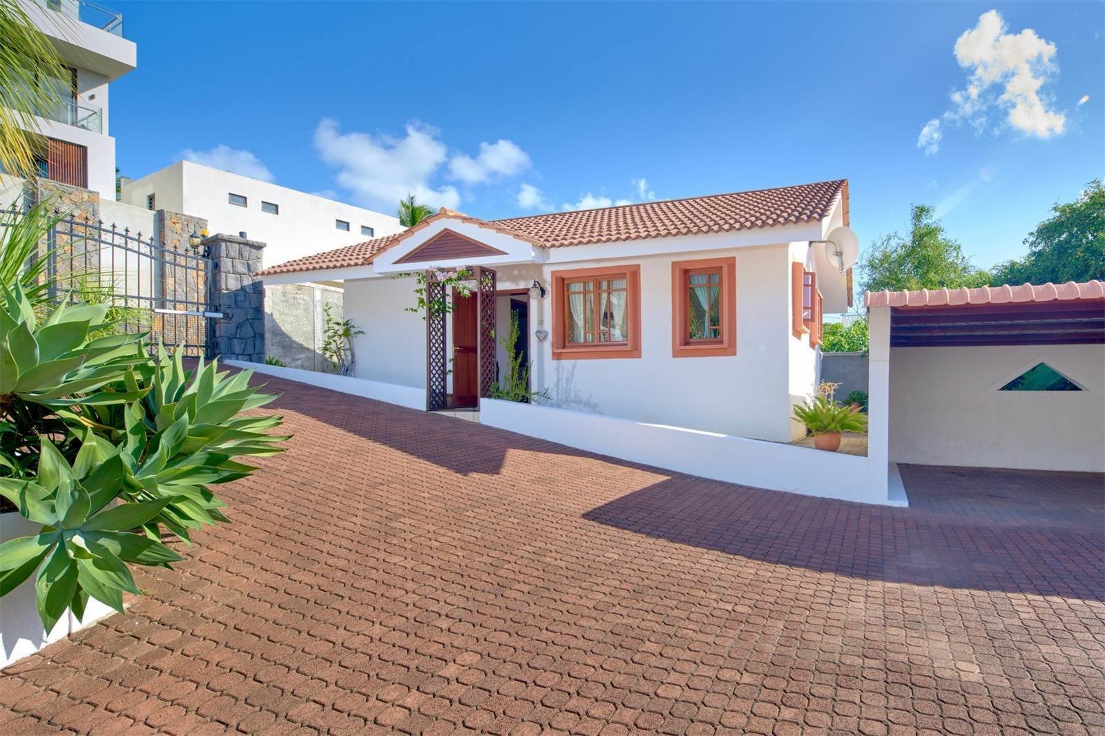 Best 5 Bedrooms Spanish Villa 1 Small 1 Bedroom House For With Pictures