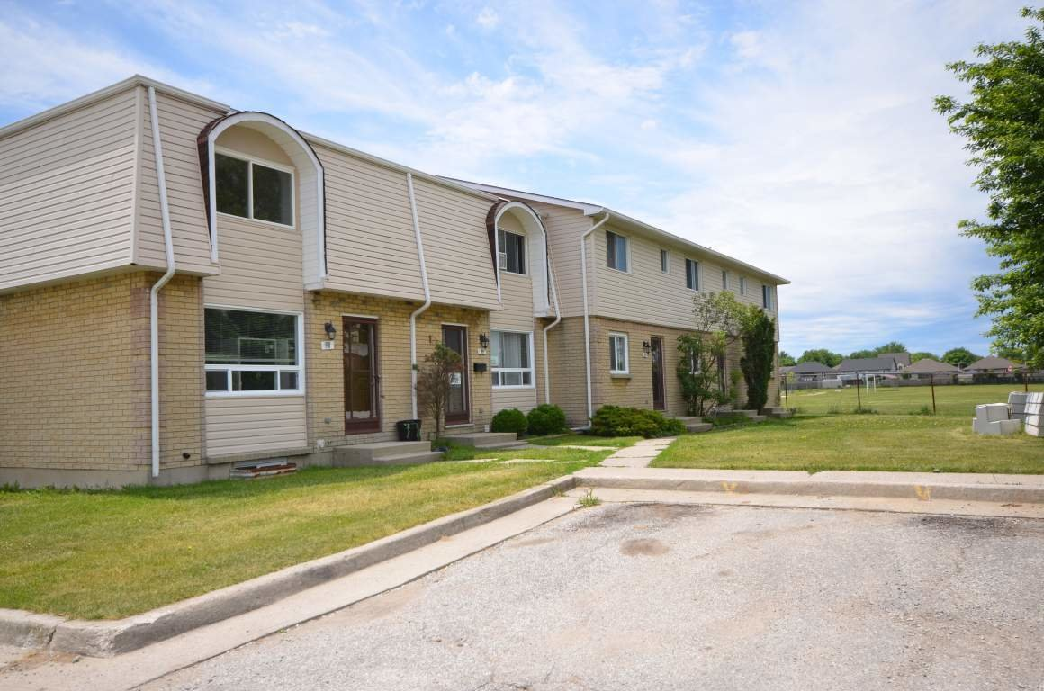 Best Corunna 3 Bedrooms Townhouse For Rent Ad Id Smi 347951 With Pictures