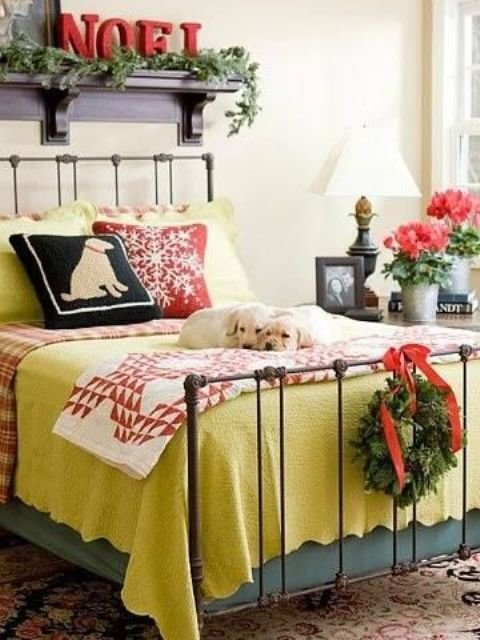 Best 32 Adorable Christmas Bedroom Décor Ideas Digsdigs With Pictures