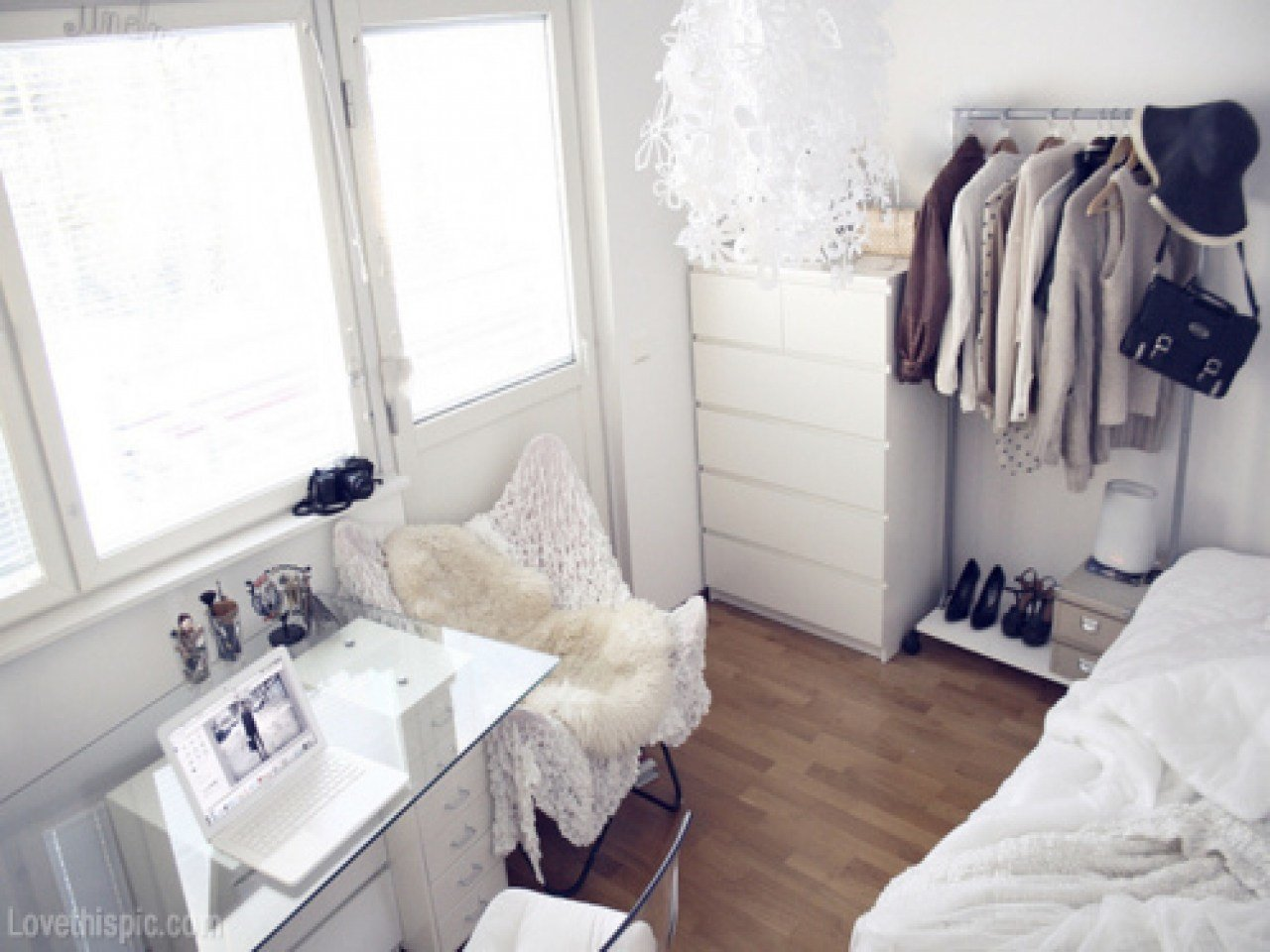 Best Pretty Bedroom Ideas For Small Rooms Small White Bedroom With Pictures