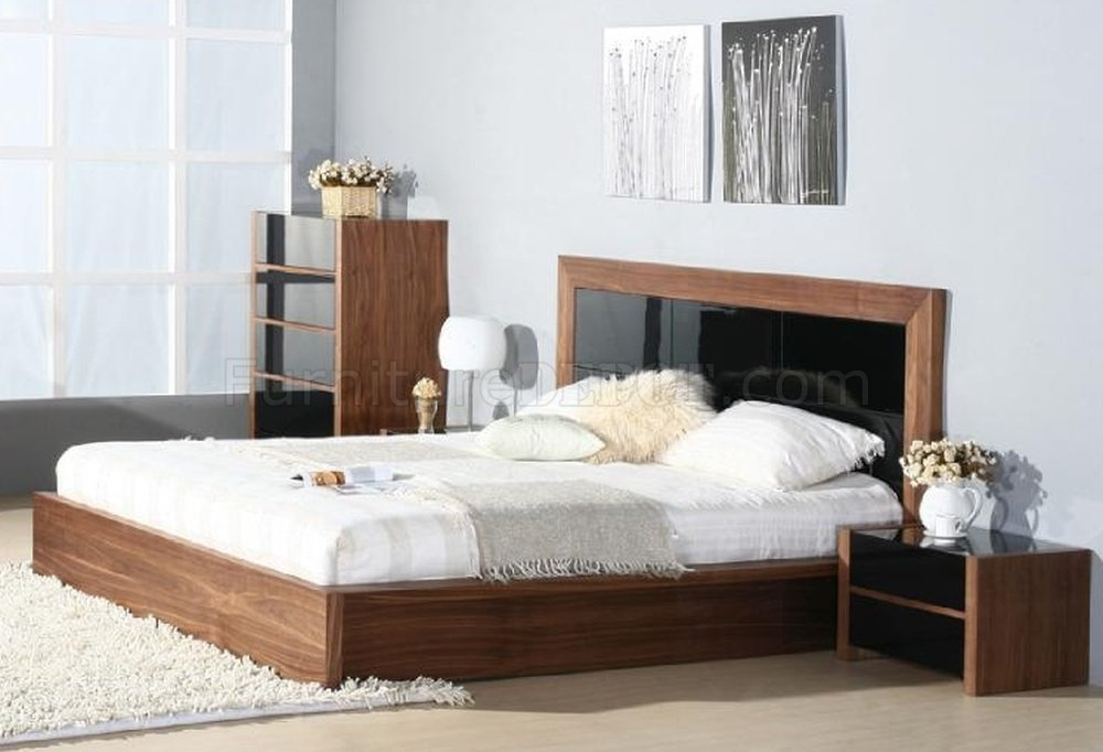 Best Stark Bedroom By Beverly Hills Furniture In Walnut Black With Pictures