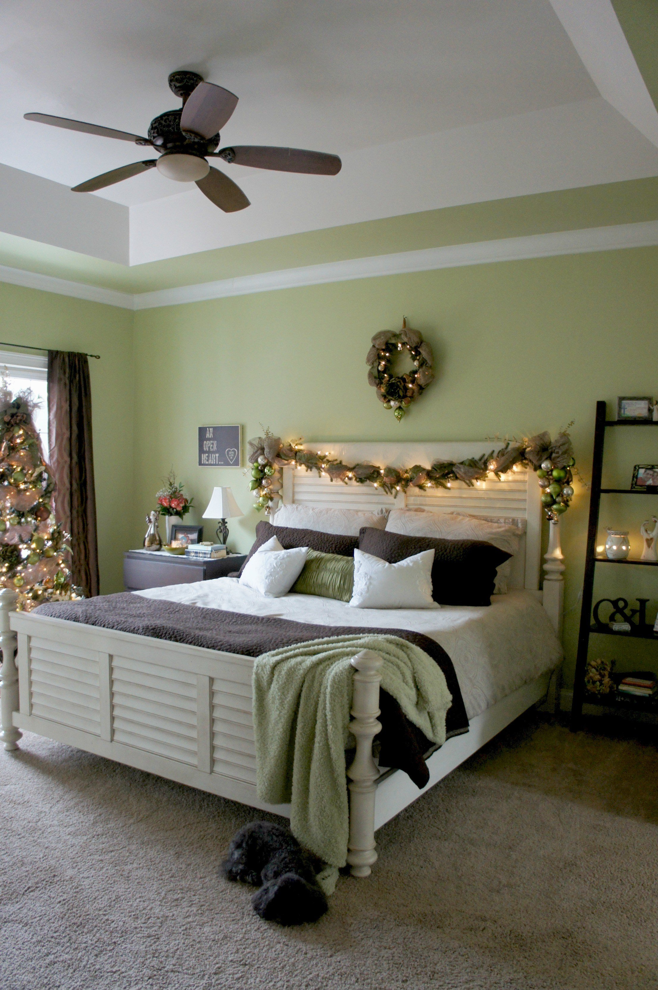 Best A Christmas Bedroom With Pictures