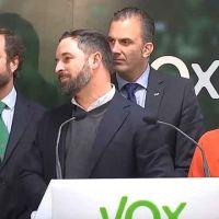 Vídeo | Ni hello. Abascal se atranca con el inglés como Mariano Rajoy