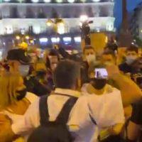 ¡Fuera VOX! Expulsan al medio de Javier Negre de la manifestación contra la violencia machista