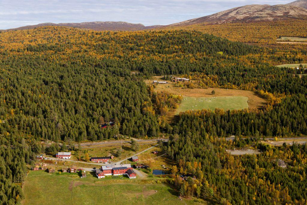 Ruten Fjellstue utendørs sommer og høst – By Arthur Bredli (1)
