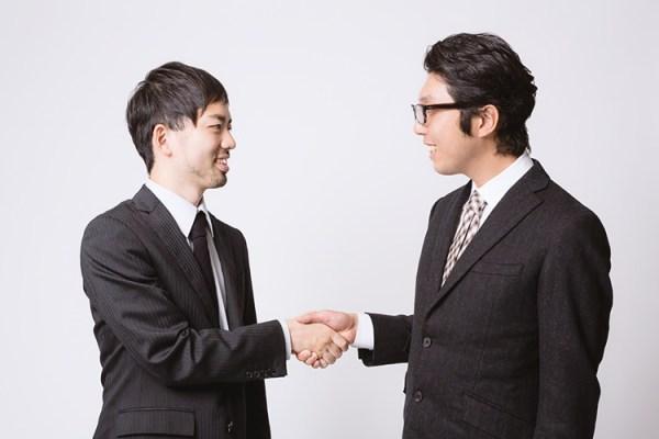 握手を左手でする意味とは?韓国式の握手についても紹介!!武井咲が・・・