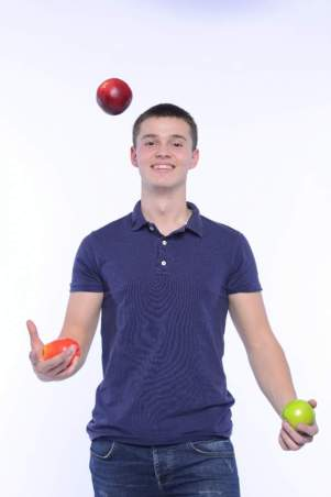 ジャグリングのやり方のコツと練習方法!技のポイントも《初心者向け》