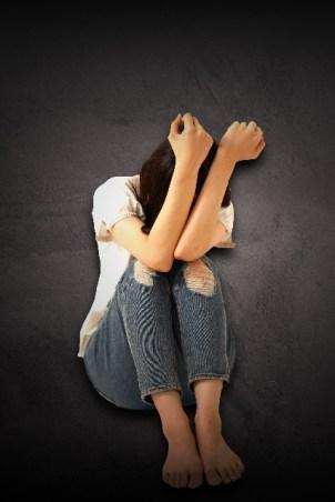 孤独で辛すぎる!誰にも相手にされない人の特徴とは?