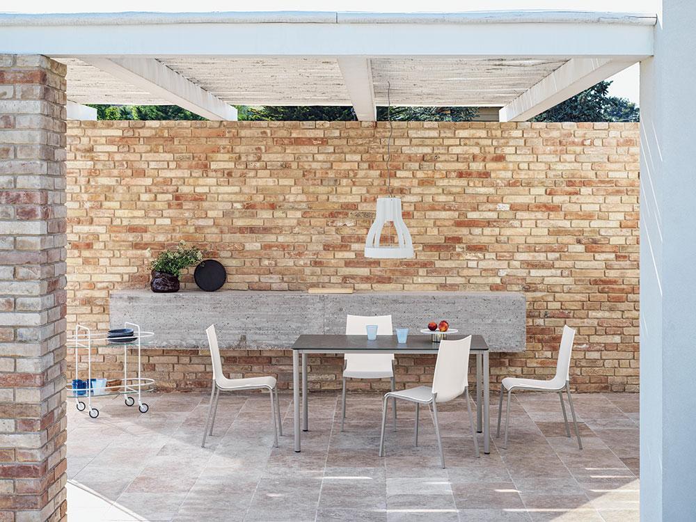 Scegli il tuo tavolo da esterno tra alluminio e legno e abbinalo alle. Outdoor Tables And Chairs To Better Enjoy Your Terrace Bontempi Casa Journal