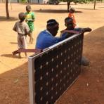 Installation d'un panneau photovoltaïque à Wonsokou©K.Sabi/ccas