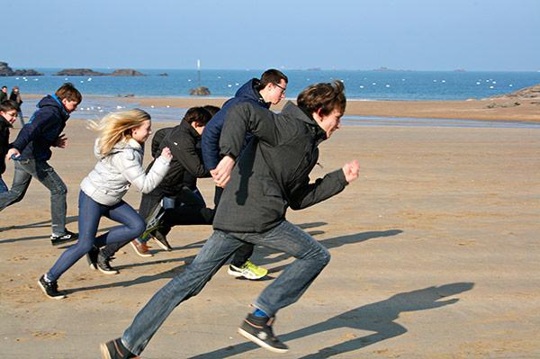 Course à pied sur la plage de Saint-Lunaire pour se dégourdir©P.Rosset/ccas
