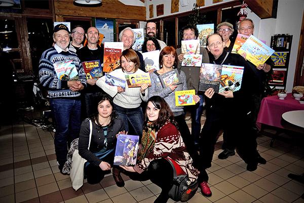 Inauguration du 21ième festival BD, Les Saisies. Photo de tous (ou presque) les dessinateurs et dessinatrices invité(e)s ©J.Marando / CCAS
