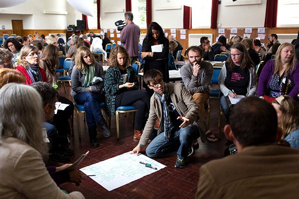 conférence internationale sur les villes en transition à Newton Abbot ( Devon, Angletere, UK), groupe de réflexion autours de la COP21 avec Étienne Lecomte (villes en transition, Alternatiba)©C.Crié/ccas
