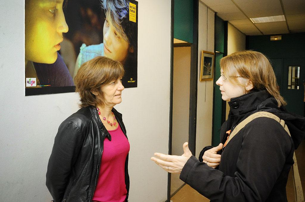 Sylvie Lebail (à gauche) en discussion avec une représentante de l'association Ancav-TT, partenaire du tourisme social mandats de 1992 à 2002 ». Puis, en de la CCAS. ©J.Marando/CCAS