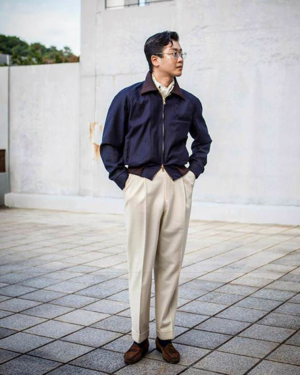 Cropped jacket for high rise trousers.