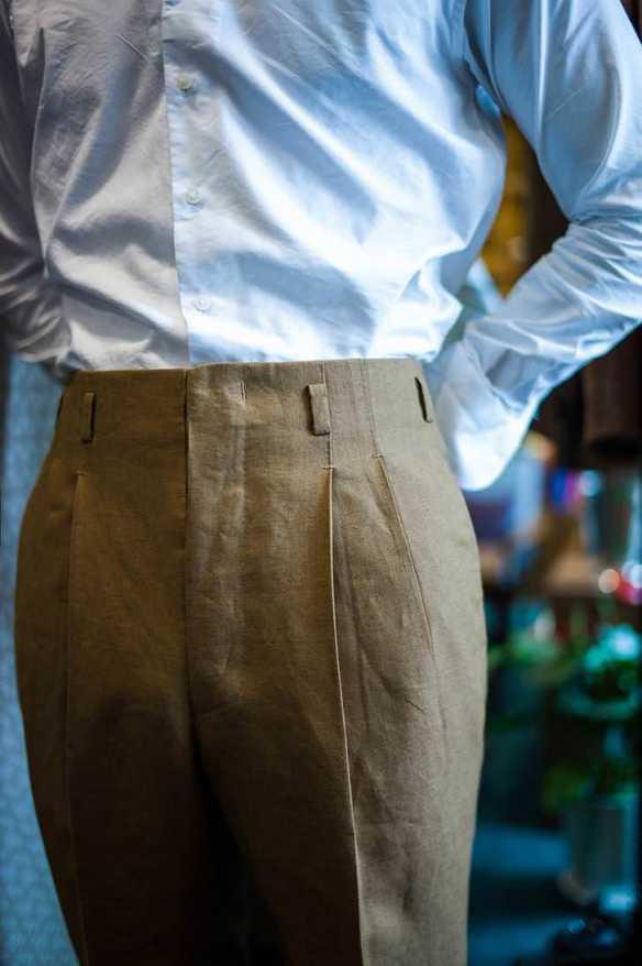 Hollywood waist trousers.