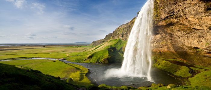 where to travel in February - Iceland