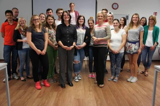 Ellen Ehni (WDR) zu Gast im Journalismus-Seminar (Foto: HMKW)