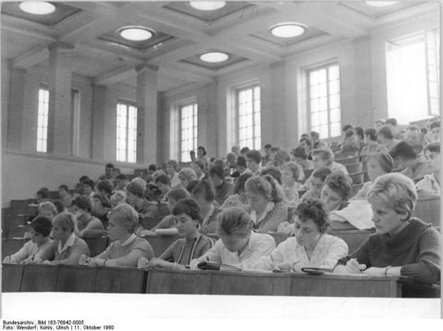 Studierende früher (Quelle: Bundesarchiv)