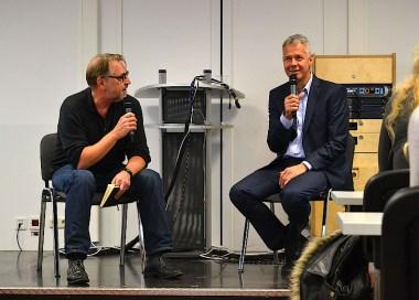 Peter Kloeppel (re.) im Gespräch mit HMKW-Dozent Hans Hausmann.