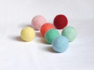 Des balles feutrées et colorées sans produits nocifs